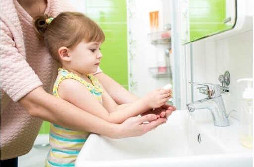 giữ gìn vệ sinh cho trẻ